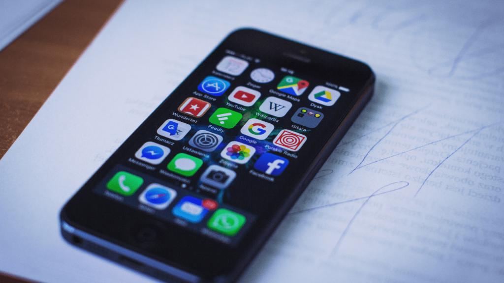 iphone telefon ve ana ekranı